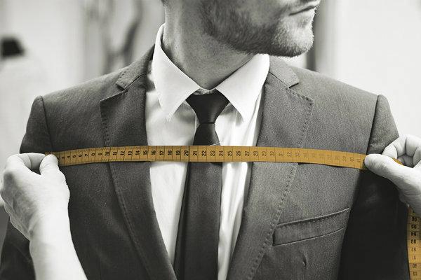 Retouche costume Bruxelles - Prise mesure tailleur
