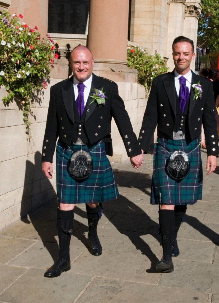 costume de mariage gay original en kilt