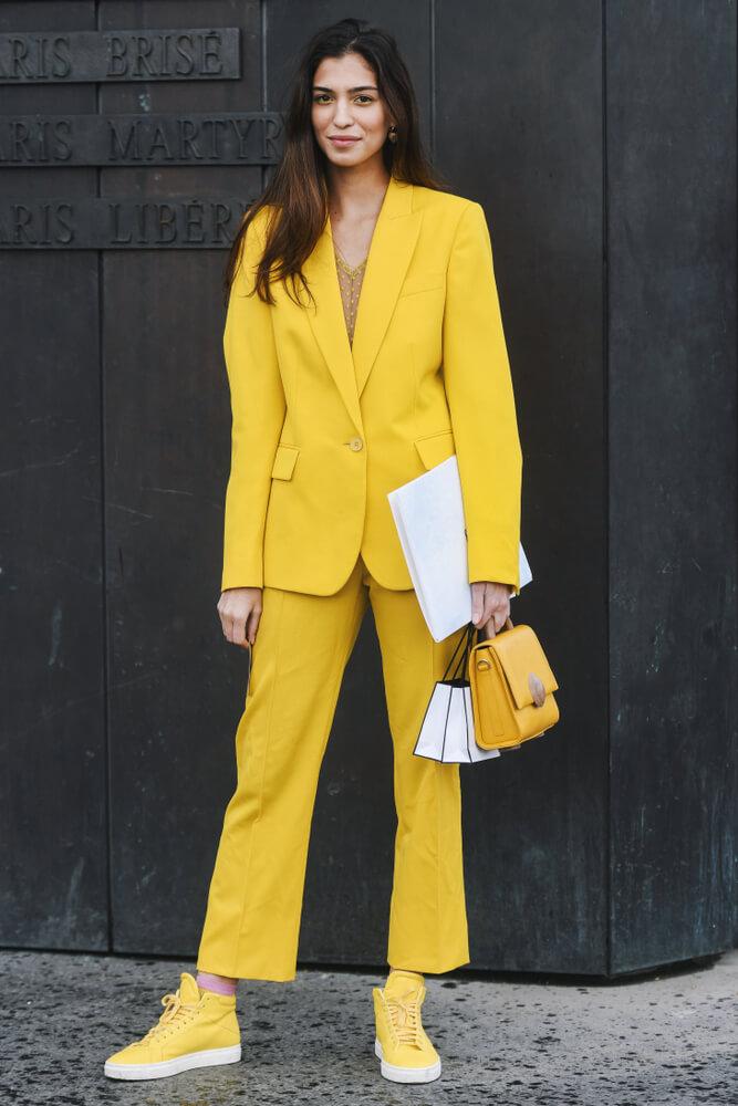 femme_costume_complet_jaune